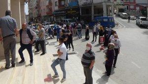Bursa'da bayram öncesi banka önünde uzayan kuyruklar - Bursa Haberleri