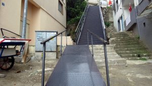 Çelik merdivenler mahalleliyi mutlu etti
