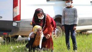 Cenazesi köye defnedilmedi, yakınları cenaze namazında sinir krizi geçirdi