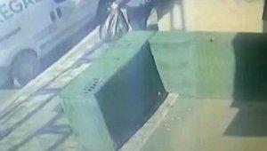 Çöp atıyormuş gibi yaptı apartmandan 2 bin TL'lik ayakkabı çaldı