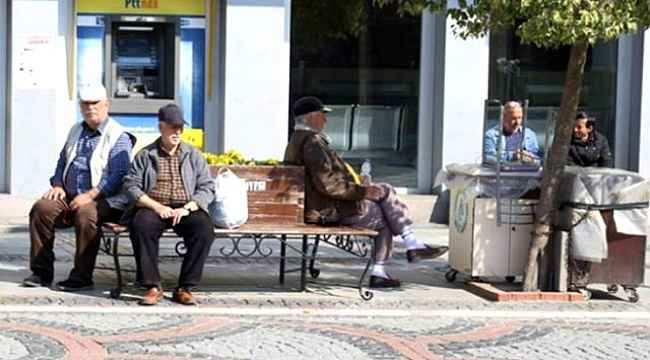 Cumhurbaşkanı Erdoğan açıkladı: 65 yaş üstü sokağa çıkma yasağı devam edecek, 20 yaş yasağı ise yaşın 18 yaş ve altına çekildi