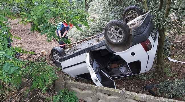 Direksiyon hakimiyetini kaybeden sürücü evin bahçesine daldı - Bursa haberleri