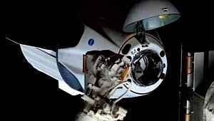 Dün uzaya fırlatılan kapsül, görevini tamamladı... Tarihi anlar