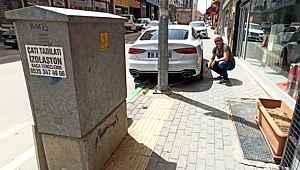 Engellilere ait yolun kapatılmasını 400 bin TL'lik aracını zincirleyerek protesto etti - Bursa Haberleri