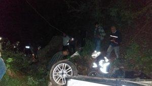 Feci kaza! Otomobil uçuruma yuvarlandı: 3 ölü, 4 yaralı.