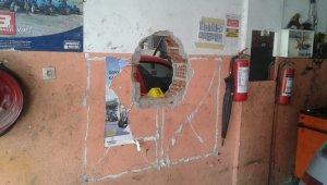 Filmlere konu olacak hırsızlık: Duvarları delip eczaneye girdiler