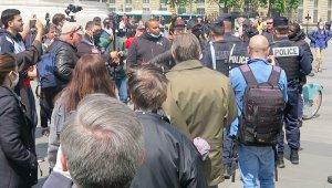 Fransa'da göstericiler koronavirüs dinlemedi!