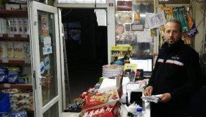 Gizemli hayırsever bakkal bakkal gezip borçları kapattı - Bursa Haberleri