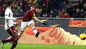 Hakan Çalhanoğlu, Galatasaray taraftarını heyecanlandırdı