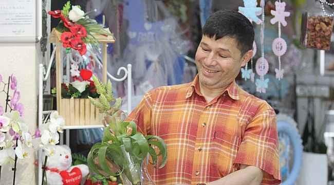 Hem doktor hem çiçekçi - Bursa Haberleri