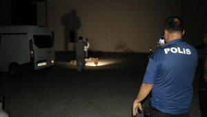 İhbar üzerine olay yerine giden polis erkek cesediyle karşılaştı