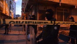 İstanbul'da istinat duvarı çığlıkların arasında çöktü