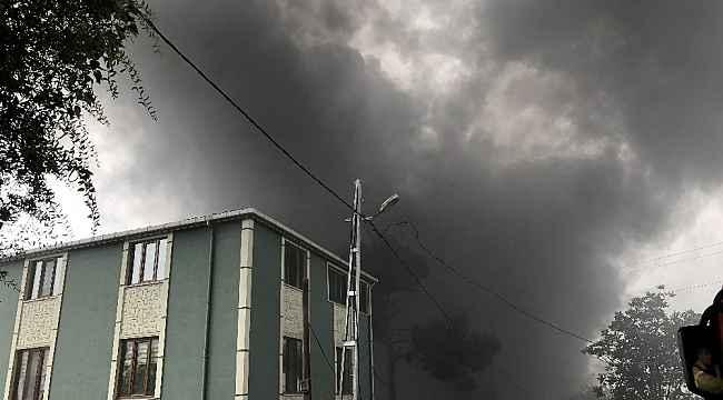İstanbul'da plastik fabrikası alev alev yanıyor