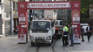 İstiklal Caddesi'nde gerginliğe neden olan Tak kaldırıldı