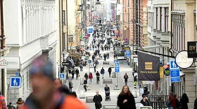İsveç'in koronavirüs salgınında uyguladığı sürü bağışıklığı tutmadı