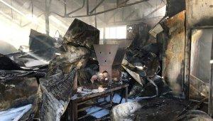 İzmir'de korkutan iş yeri yangını