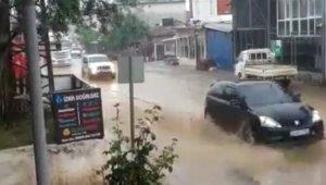 İznik'te yağmur hayatı olumsuz etkiledi - Bursa Haberleri