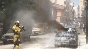Karacabey'de park halindeki otomobil alev alev yandı - Bursa Haberleri
