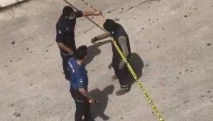 Karantina bölgesinden çıkmak istedi, sosyal mesafe ihlaline polisten güvenlik şeritli çözüm