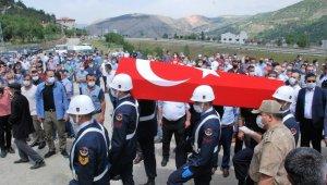 Kaza kurşunuyla hayatını kaybeden uzman çavuşun cenazesi toprağa verildi