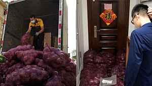 Kendisini aldatan sevgilisine 1 ton soğan gönderdi, Mesajı ise hayli ilginç