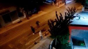 Kısıtlama bitince sokak ortasında çiftetelli oynadılar