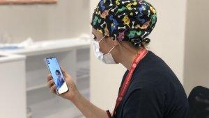 Korona virüsle mücadele eden hemşire, 2 aydır çocuklarını göremiyor