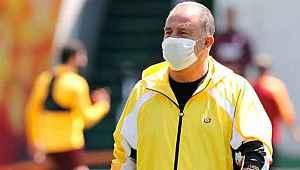 Koronavirüsü atlatan Fatih Terim, takımının başında antrenmana çıktı