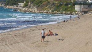 Kuşadası'nda denize giren ve mangal yakanlara para cezası