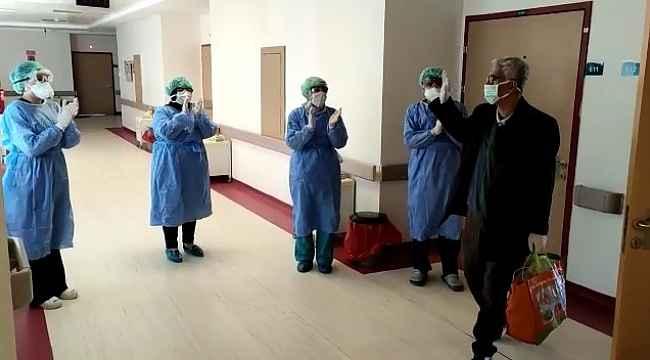 Mardin'de 3 hasta korona virüsünü yenerek alkışlarla taburcu oldu