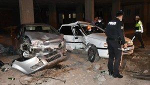 Polis ile şüpheli arasındaki kovalamaca kazayla bitti: 3'ü polis 5 yaralı
