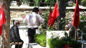 Şehitlikte hüzünlü bayram - Bursa haberleri