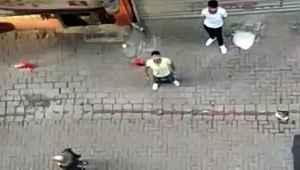 Sokağa çıkma kısıtlamasını hiçe sayıp, vatandaşı böyle tehdit ettiler