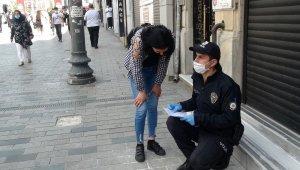Sosyal mesafeyi hiçe sayan turistler polisle tartıştı, gazeteciye saldırdı