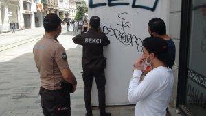 Taksim'de bekçilerden korona virüs denetimi