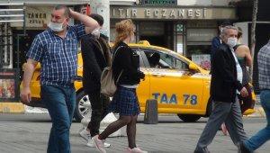 Taksim'de iki arkadaşa sosyal mesafe ve maske cezası,