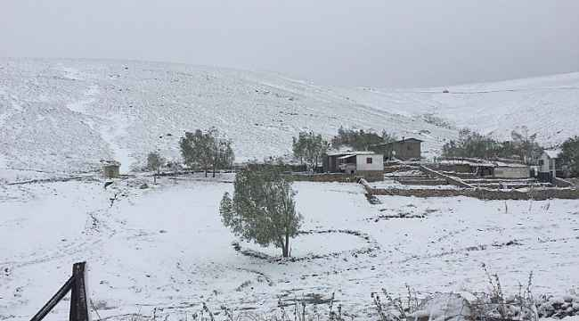 Tatil bölgesinde bayram sabahına kar yağışıyla uyandılar, telefonlara sarıldılar
