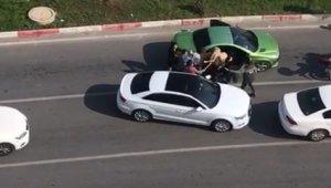 Trafikte tartıştığı 3 kadını sopayla dövdü