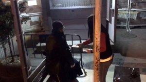 Türk polisinden yabancı uyruklu hamile kadına yardım eli