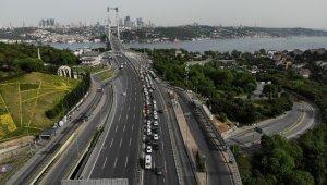 Yasağa rağmen 15 Temmuz Şehitler Köprüsü'nde uzun araç kuyrukları oluştu