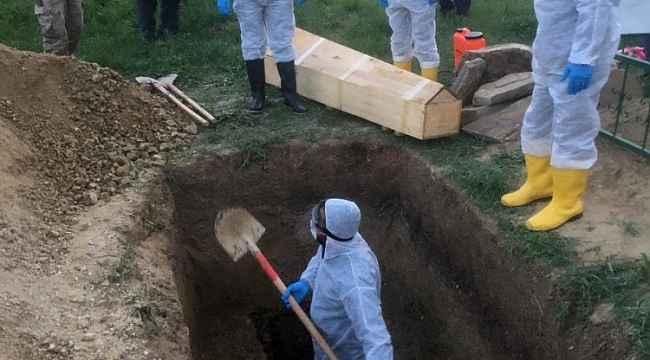 Yasak olmasına rağmen taziye düzenlenen mahallede ilk ölüm
