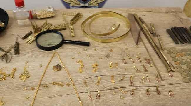 5 kuruşları eriterek yaptıkları sahte altınları kuyumculara sattılar