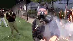 ABD'de göstericilere müdahale eden polisin attığı ses bombası canlı yayında kadın muhabire isabet etti