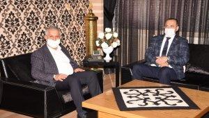 AK Parti milletvekilleri Afyonklarahisar Belediyesini ziyaret etti