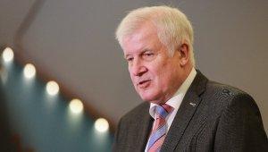 Almanya İçişleri Bakanı Seehofer'dan koronavirüs aşısıyla ilgili açıklama: