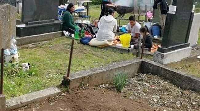 Almanya'daki Türkleri hedef gösteren 'Hristiyan mezarlığında mangal yaptılar' fotoğrafındaki gerçek ortaya çıktı