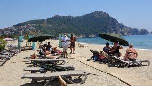 Antalya'da 'sosyal mesafeli' oteller müşteri almaya başladı