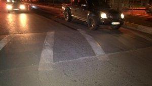 Aşırı hız yapan motosiklet sürücüsü kasiste kontrolünü kaybedip kaza yaptı