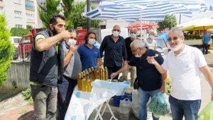 Avukat pazarda enginar pişirip halka ikram etti - Bursa Haberleri