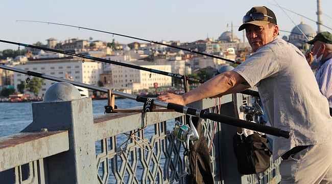 Fahrettin Bakan Koca uyardı, onlar yine kurallara uymadan balık tuttu